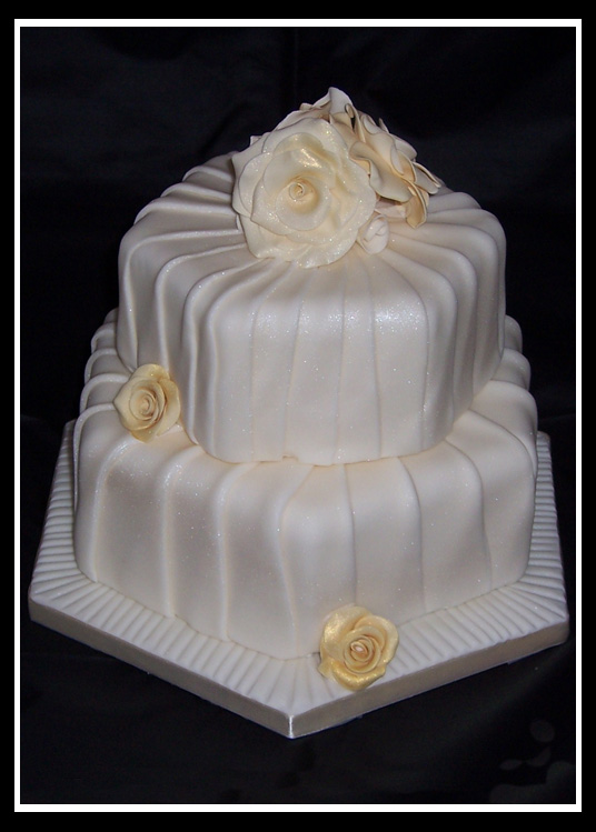wedding cake image golden roses